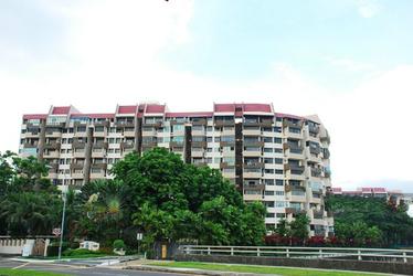Lakepoint Condominium